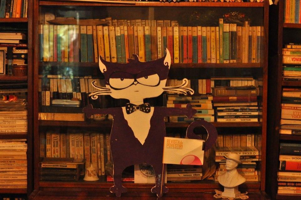 motanov and bookshelf